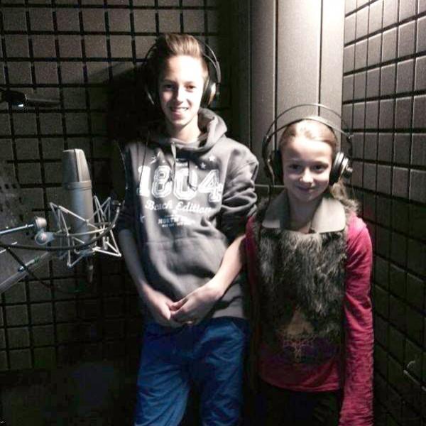 Tarek und Serafina im Soundstudio